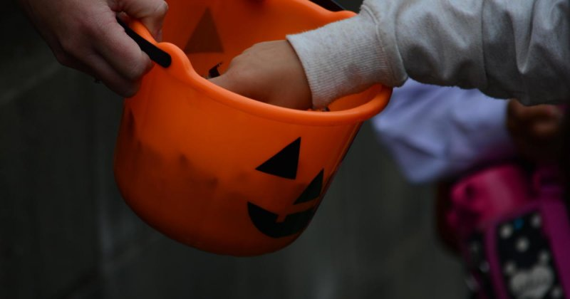 Trick-or-treating not allowed in Los Angeles County this Halloween due to coronavirus - CBS News