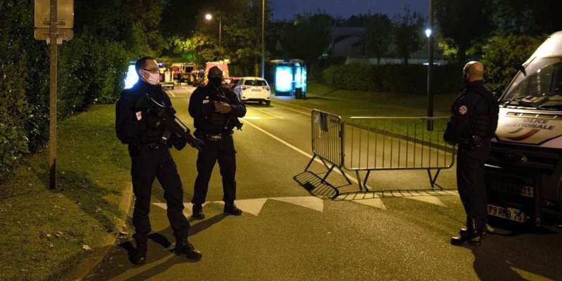 Paris attack: Anti-terror probe launched after teacher decapitated, police kill attacker
