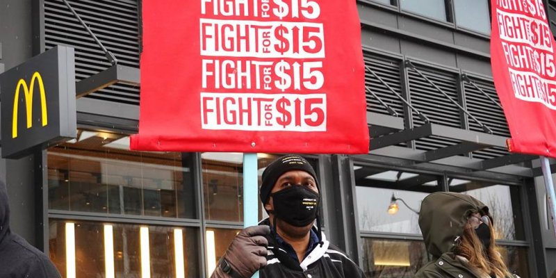 A $15 minimum wage would spur job losses but lessen poverty, congressional report finds