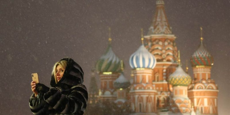 Russia slows Twitter's speed after row over anti-Kremlin protests, threatens total block