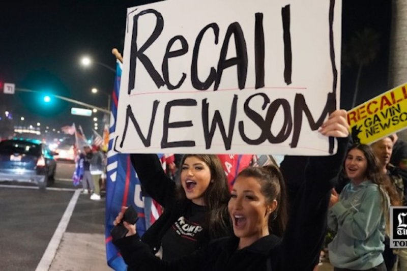 Column: Newsom's recall strategy could cost Democrats the state. Here's a better idea