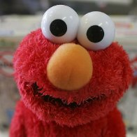 Man who sexually assaulted Tickle Me Elmo wants charges dropped