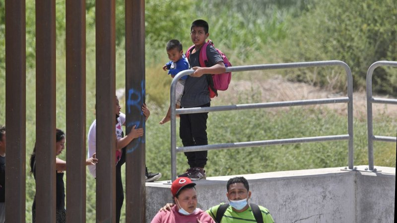 Government can't reach 1 in 3 released migrant kids