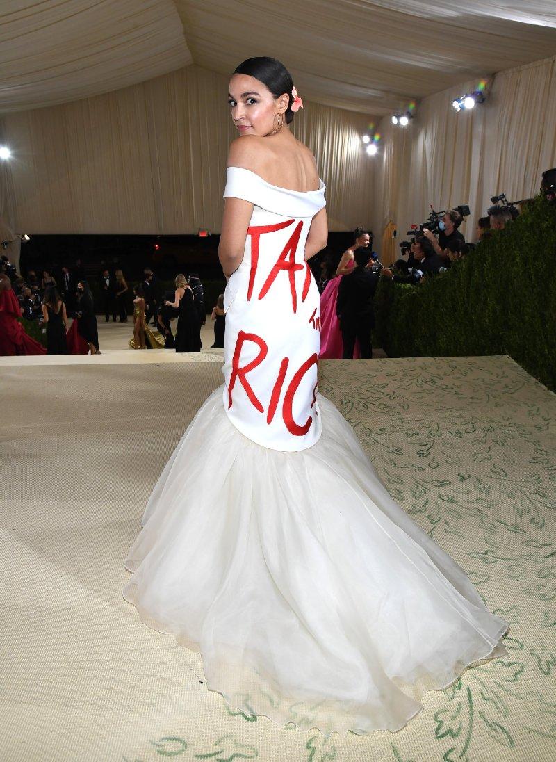 Alexandria Ocasio-Cortez's Dress at Met Gala 2021 Says 'Tax the Rich' | PEOPLE.com