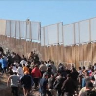 A Huge Caravan Of Central Americans Is Headed For The US, And No One In Mexico Dares To Stop Them.   (Put another way, ILLEGAL ALIEN INVADERS)