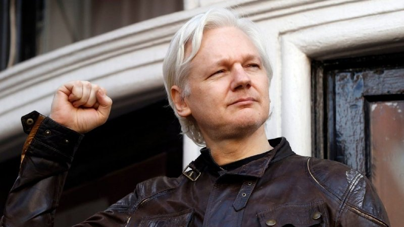 WikiLeaks founder Julian Assange arrested after Ecuador withdraws asylum