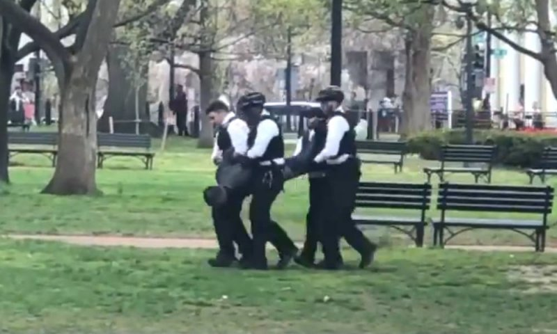 Man tries to set himself on fire outside White House