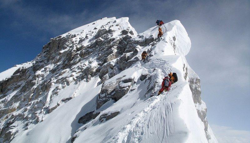 American Man Achieves Dream By Reaching Mount Everest Summit, Then Dies