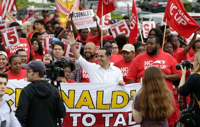 2020 Democrats join striking McDonald's workers