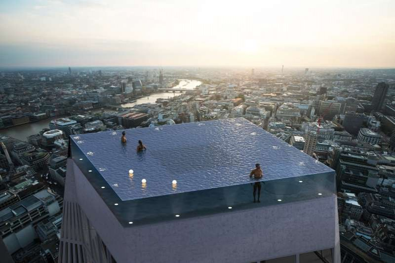 People can't figure out how to get in and out of this stunning London infinity pool