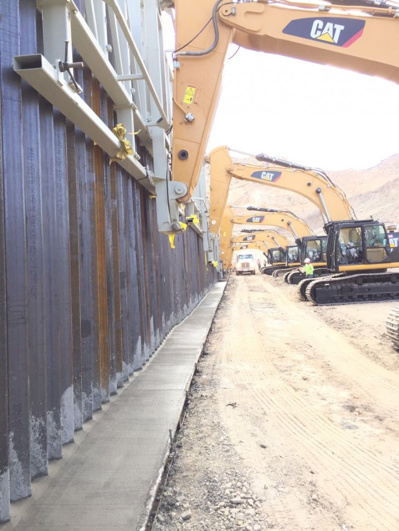 Private border wall group ordered to keep gate open
