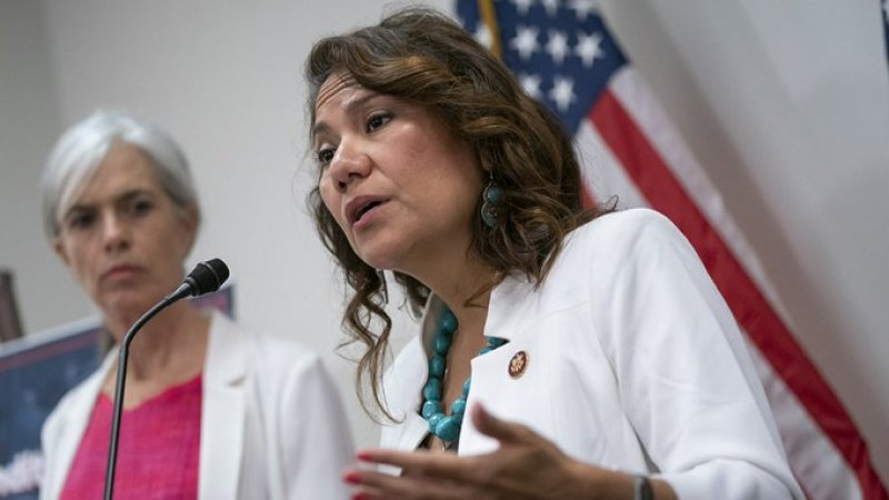 Democratic congresswoman secretly sending staff into Mexico to coach asylum-seekers