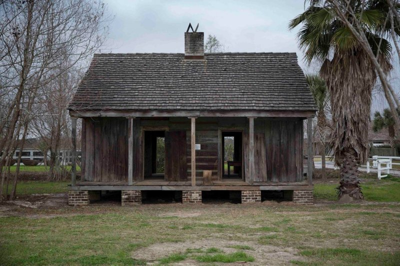 Some white people don't want to hear about slavery at plantations built by slaves