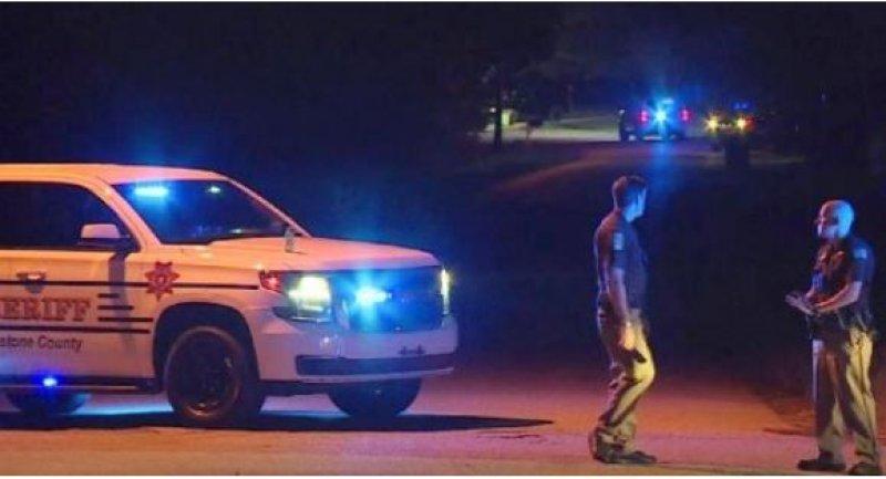 U.S. teenager shoots dead five family members in Alabama: police