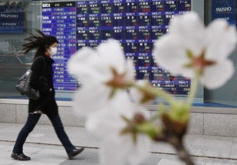 Asian stocks tumble after U.S. announces tariffs on Europe