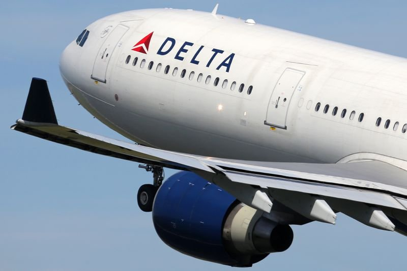 Woman without a ticket or a boarding pass manages to get onto Delta flight in Orlando