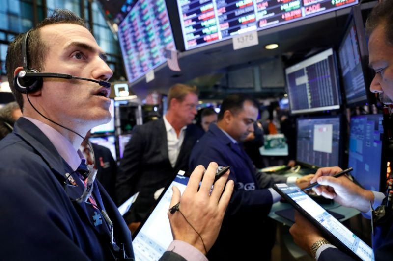 Earnings season: Wall St. expects first EPS decline in 3 years