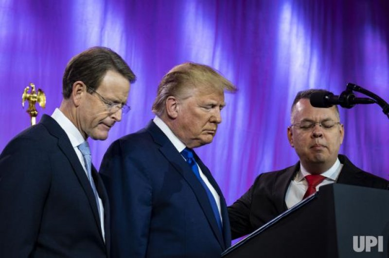 """""""Religious Leader""""  Does Nauseating Faux """"Praying"""" Over Trump At Right Wing Conference"""