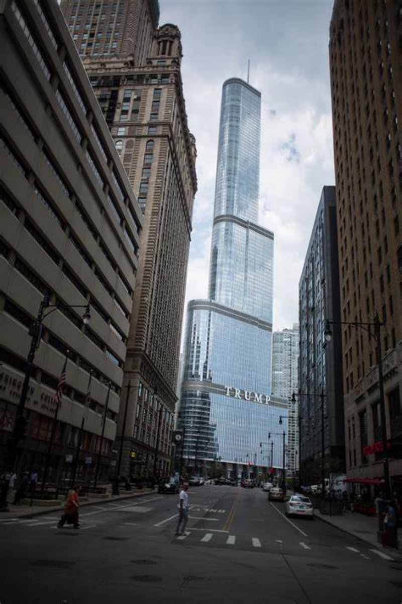 Struggling Trump Tower Chicago cuts amenities, costs to get by