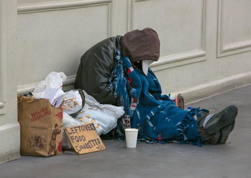 Las Vegas adopts ban that prohibits sleeping, camping on streets and sidewalks