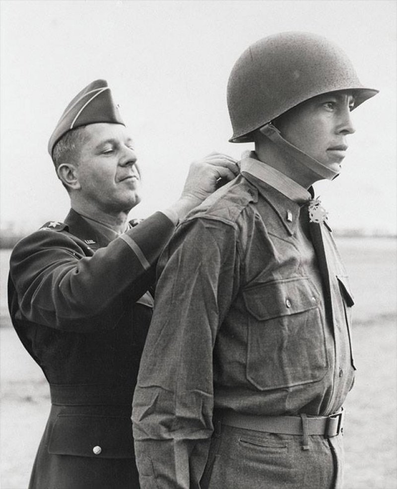 Congressional Medal of Honor hero Ernest 'Ernie' CHILDERS [1918 - 2005].