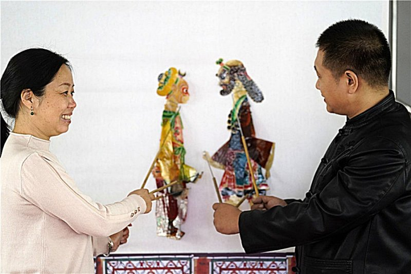 Couple dedicates 15 years to shadow puppetry
