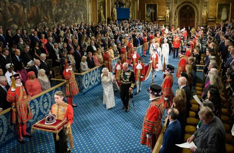 Queen's speech addresses antisemitism