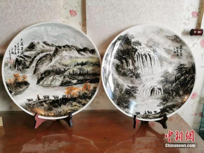 Qinghai artist paints with his bare hands