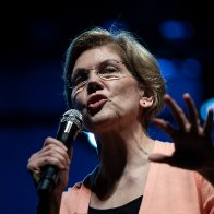 Elizabeth Warren considers dropping out of presidential race
