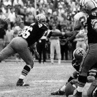 Ex-NFL Kicker Tom Dempsey Dies at 73