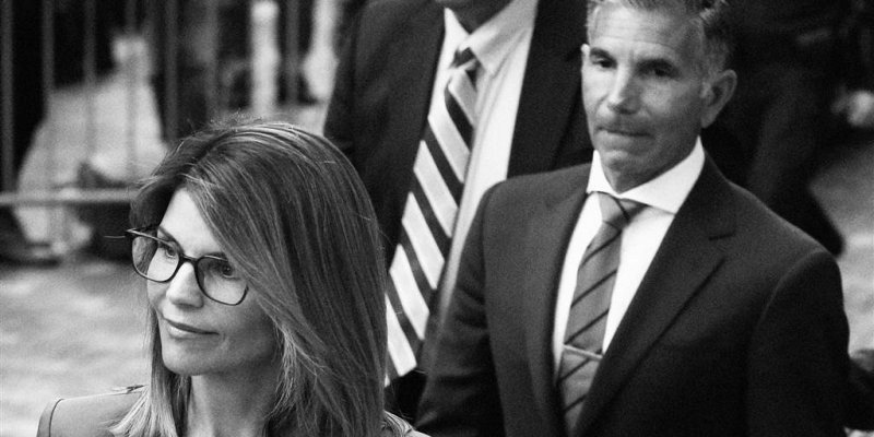 Lori Loughlin and Mossimo Giannulli vowed to battle their cases to trial. They had lots of reasons to plead guilty.