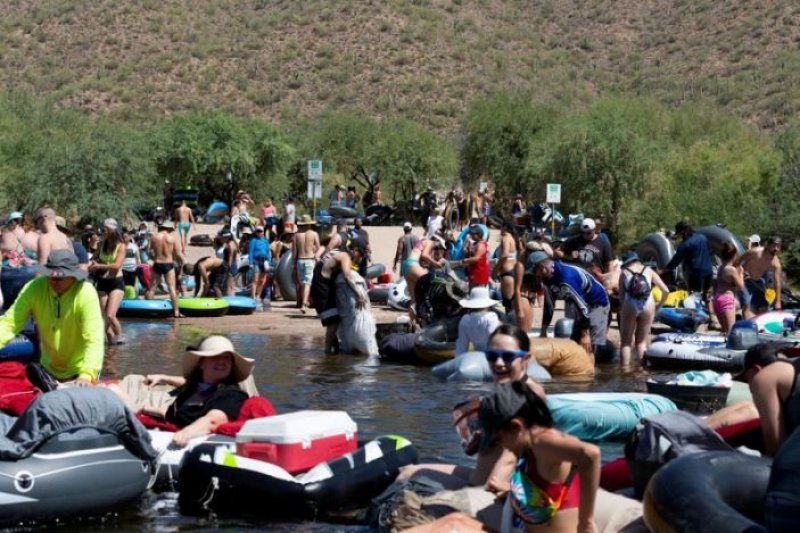 Crowds pack Arizona river as U.S. posts record COVID cases for three days running