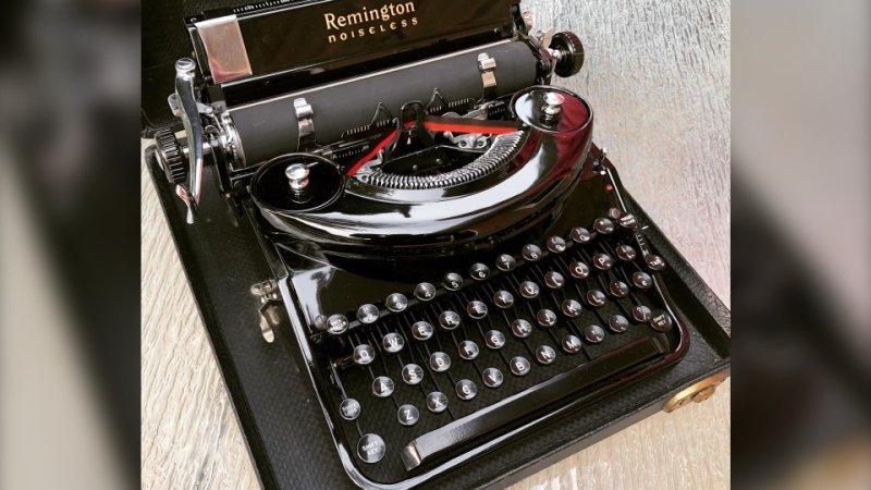 Tom Hanks makes good on offer to send Saskatoon man a typewriter