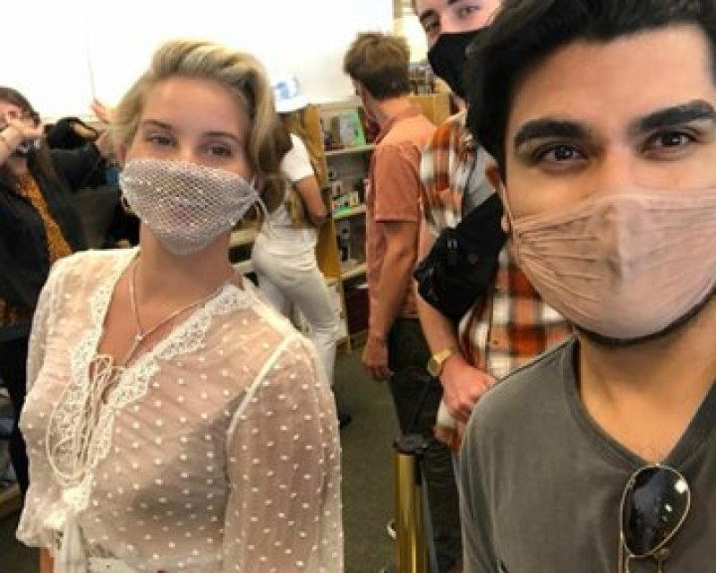 Lana Del Rey criticised for wearing mesh mask to poetry reading