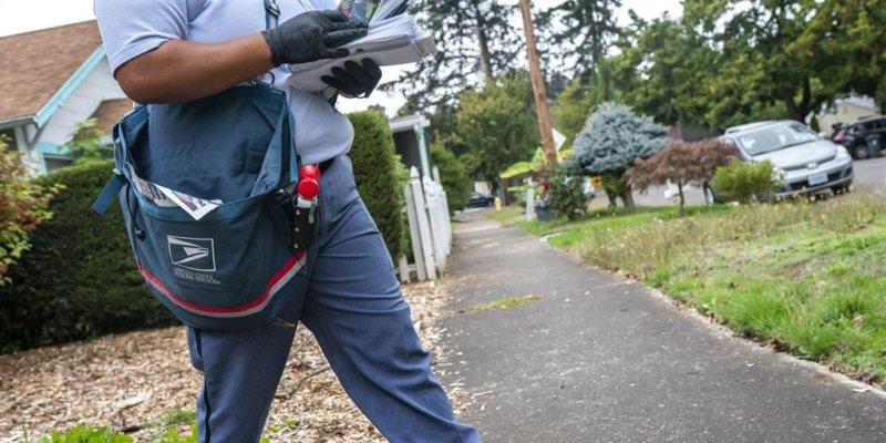 U.S. Postal Service saw on-time deliveries slip in September, drawing election concerns