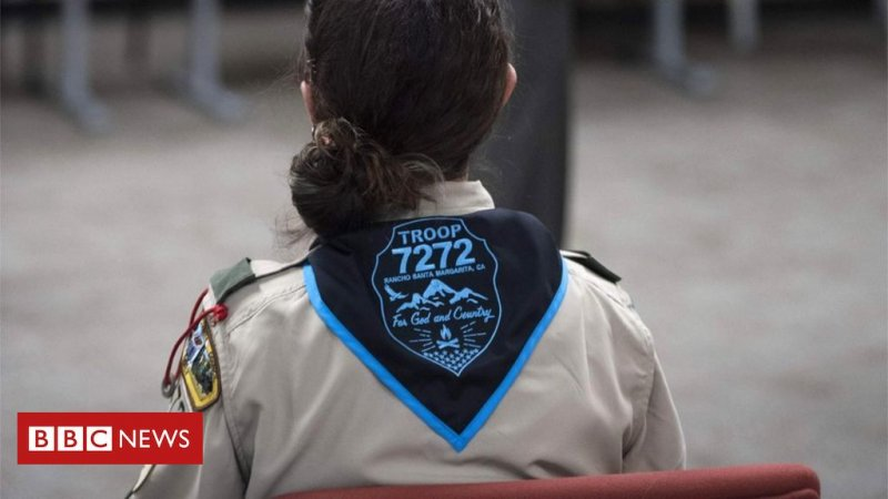 Boy Scouts of America accuse Girl Scouts of starting 'war' - BBC News