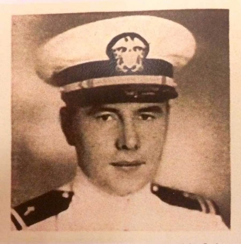 Navy Issues Posthumous Navy Cross to USS Indianapolis Chaplain - USNI News