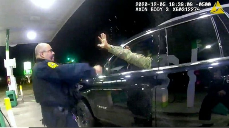 Police pull guns on and spray Black-Latino Army officer during traffic stop, lawsuit says - ABC News