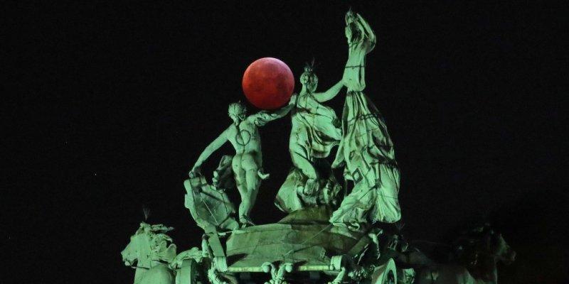 'Super flower blood moon' is coming this week