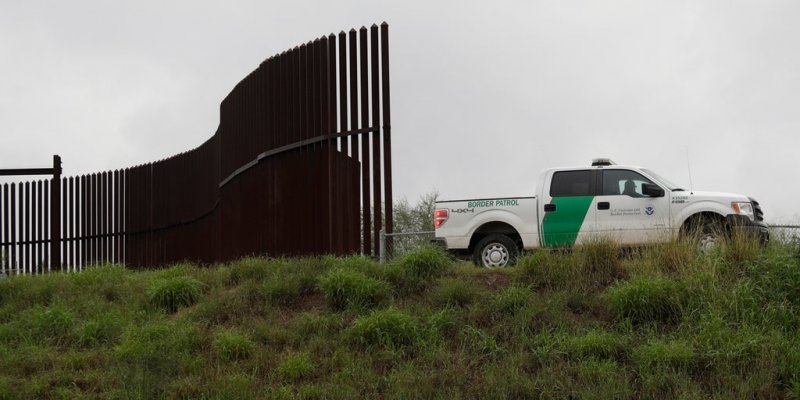 Migrant boy, 5, seen screaming after being abandoned along US-Mexico border, video shows
