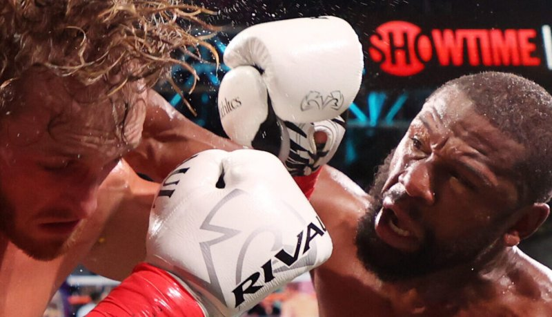 Floyd Mayweather Looks to Help Logan Paul Avoid Knockout