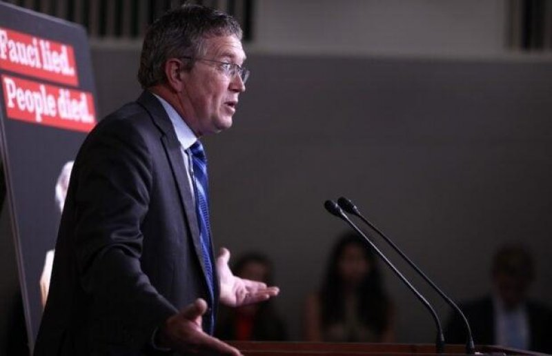GOP Rep Thomas Massie Schooled After Claiming Military 'Will Quit If the COVID Vaccine Is Mandated'