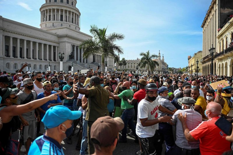 Cuban Protests Demand Freedom, Food, Covid-19 Vaccines - WSJ