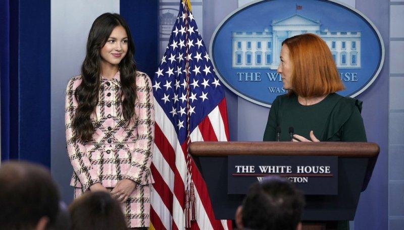 An image shows President Joe Biden touching Olivia Rodrigo's shoulders during a White House press briefing.