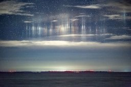 Otherworldly light pillars captured over Whitefish Bay